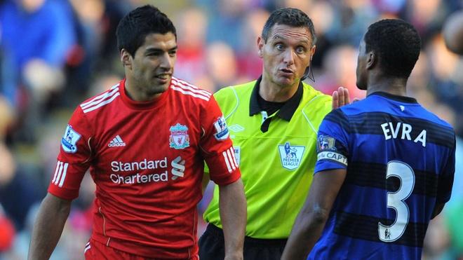 Huyen thoai Liverpool nhan sai vu mac ao ung ho Suarez hinh anh 2