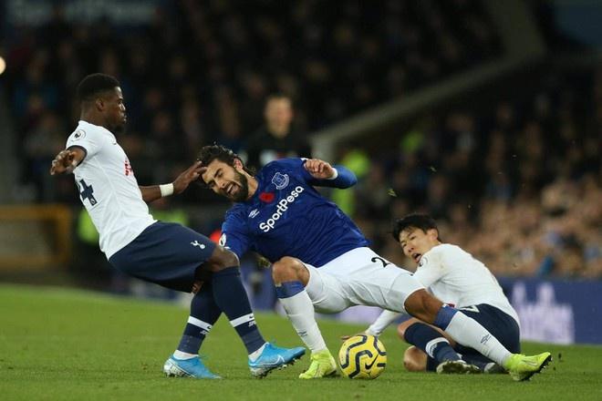 Everton thong bao tinh hinh cua Andre Gomes,  nguoi bi Son Heung-min lam gay chan anh 1