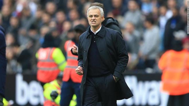 HLV Mourinho doi dien voi bat on noi bo tai Tottenham hinh anh 1 mou_thumb_tot.jpg