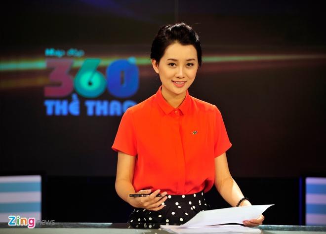 Bỡ ngỡ về mặt chuyên môn cũng như ngôn ngữ riêng của thể thao thời gian  đầu, nhưng đến nay, Quỳnh Chi khá tự tin và thuần thục khi dẫn các bản ...