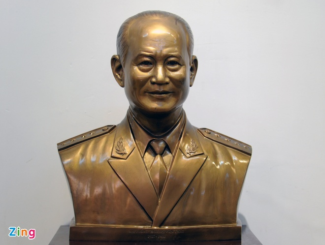Trien lam hinh tuong cac danh tuong Viet Nam hinh anh 16