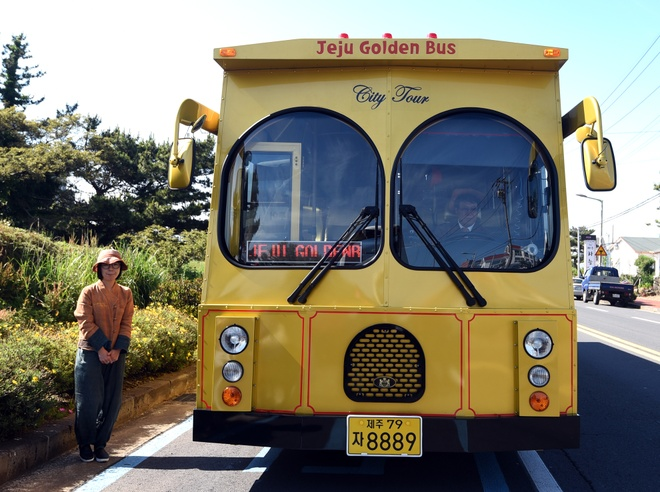 Xe bus doc dao tren dao Jeju hinh anh