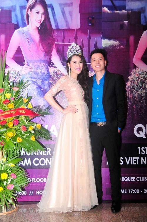 Ung Hoang Phuc hat nhay soi dong chuc mung Que Van hinh anh 8