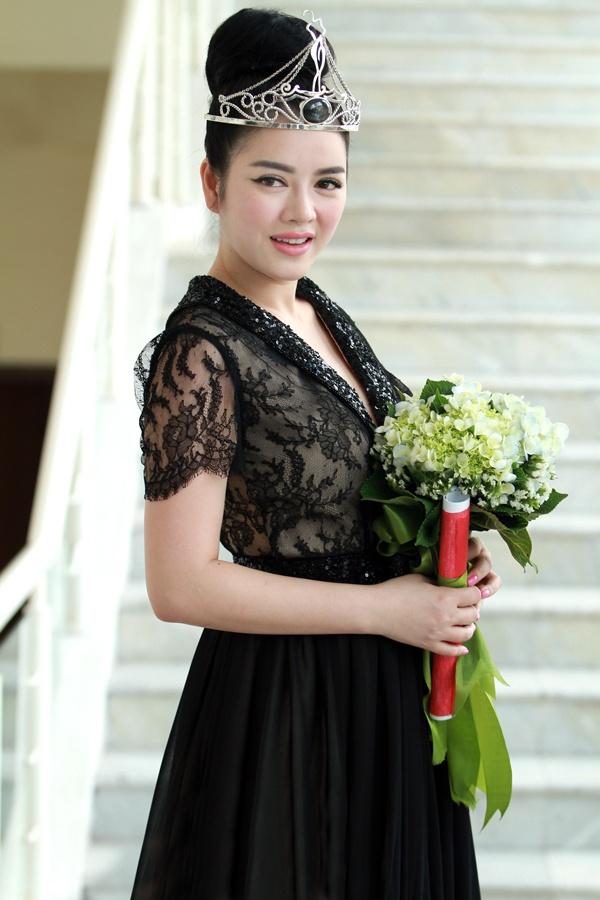 Ly Nha Ky lam Dai su Nu hoang Trang suc Viet Nam hinh anh 6