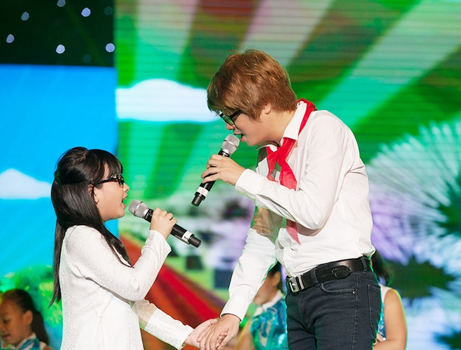 'Quang Anh The Voice Kids rat thich khoe chieu cao' hinh anh 11