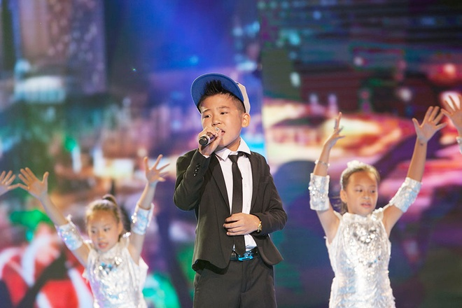 'Quang Anh The Voice Kids rat thich khoe chieu cao' hinh anh 5