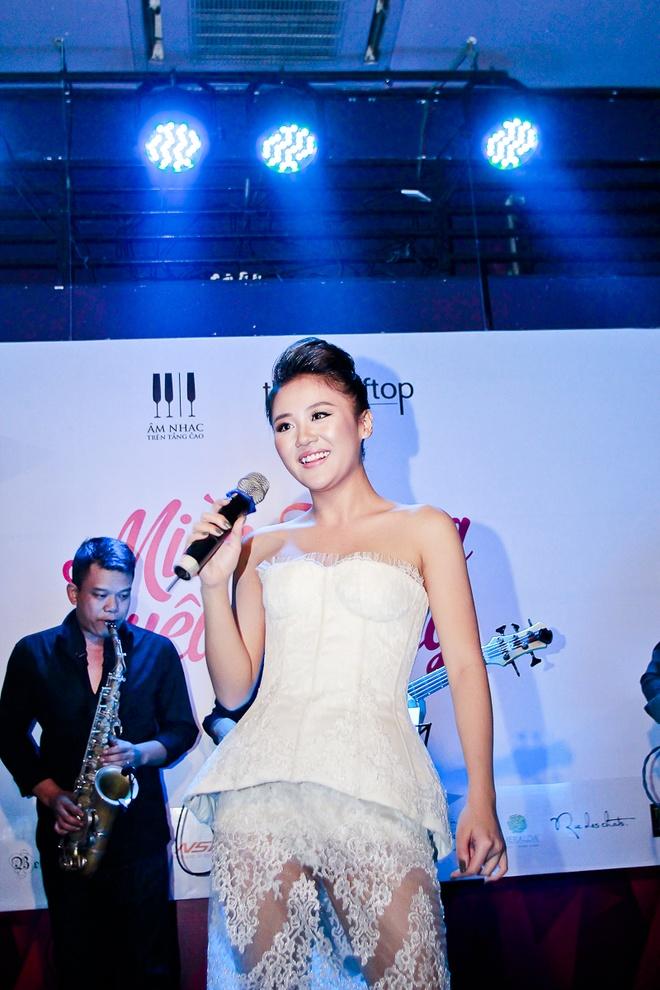 Van Mai Huong do giong cung hot girl The Voice hinh anh 1