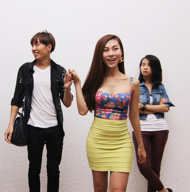 Ban sao Thuy Tien tat bat chuan bi cho show thoi trang toc hinh anh 1