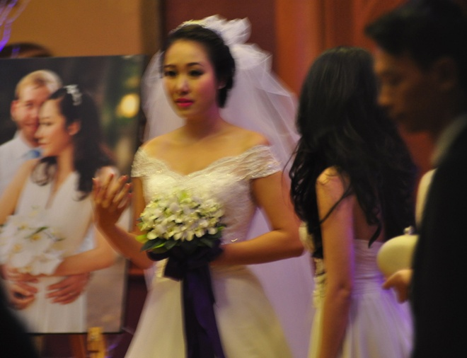 Ngo Phuong Lan cung chong Tay rot ruou mung dam cuoi hinh anh 7