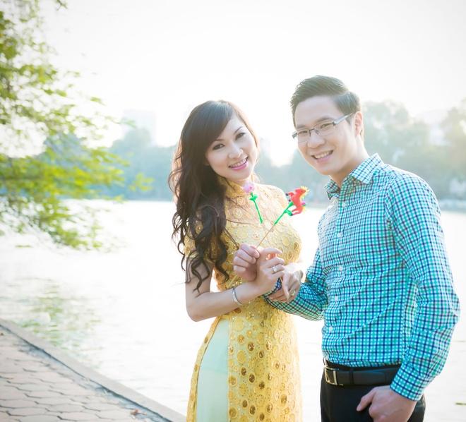 MC Anh Quan dao pho Ha Noi cung ca si hai ngoai hinh anh 1