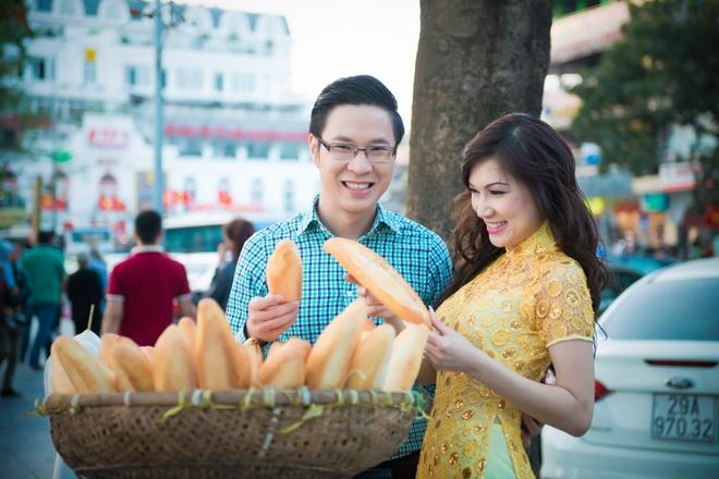 MC Anh Quan dao pho Ha Noi cung ca si hai ngoai hinh anh 5