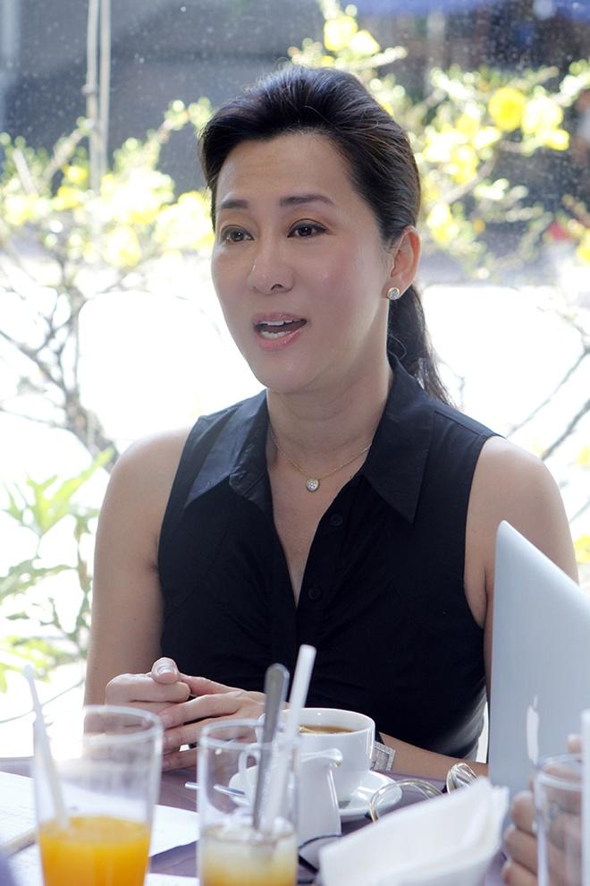 Phuong My Chi hon ho nhan li xi tu ba nuoi Quang Le hinh anh 6