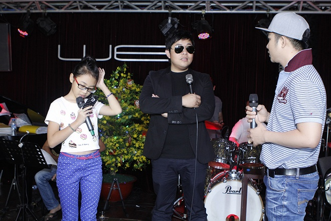 Phuong My Chi hon ho nhan li xi tu ba nuoi Quang Le hinh anh 4