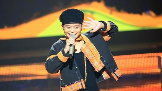 Quang Anh khien fan thich thu khi hat 'Tinh yeu mau nang' hinh anh
