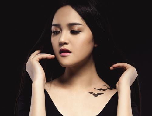 A hau Hoang Anh ve hinh xam giong phim 'Divergent' hinh anh