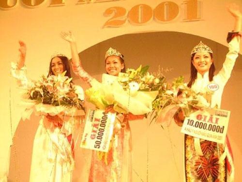 Anh thoi den nhem cua sieu mau Thanh Hang hinh anh 3 Cô từng tham gia nhiều cuộc thi người mẫu, hoa hậu khác nhau.