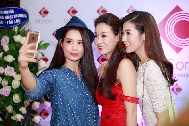 Nha Phuong duoc fan nhi bao vay o Ha Noi hinh anh 7