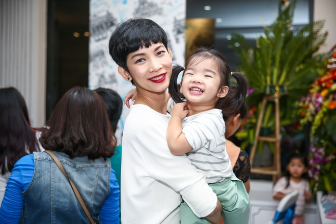 Nha Phuong duoc fan nhi bao vay o Ha Noi hinh anh 8