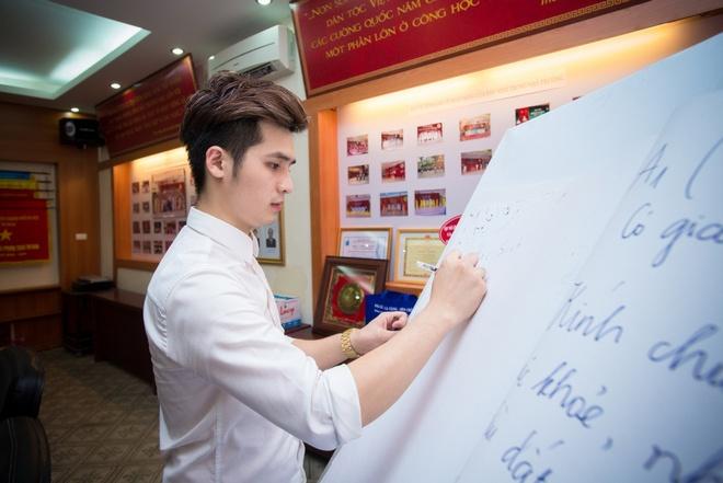 Duong Hoang Yen va ban trai hat mung ngay 20/11 hinh anh 6