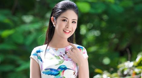 Hoa hau Ngoc Han dien do thanh lich lam MC hinh anh