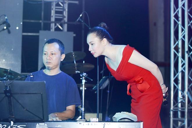 Ho Quynh Huong than thiet voi Trong Tan - Viet Hoan hinh anh 4
