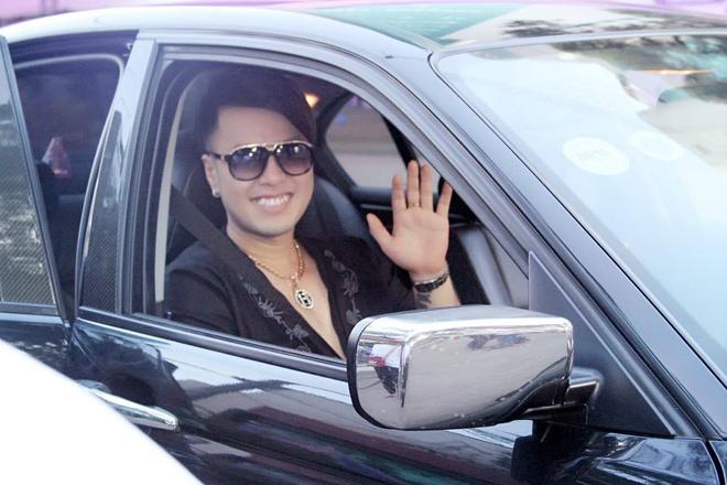 Akira Phan ngoi xe lan di dien tu thien hinh anh 1