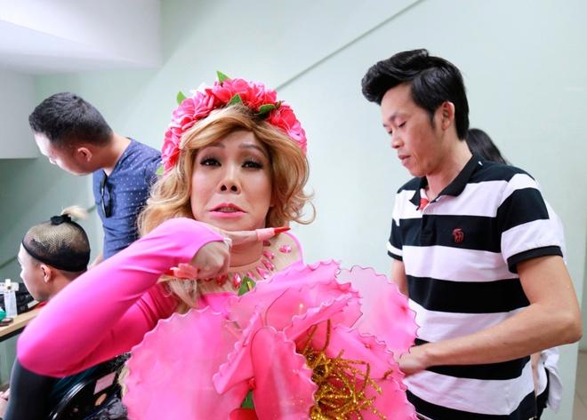 Hoai Linh sua vay cho Viet Huong o hau truong On gioi hinh anh 2