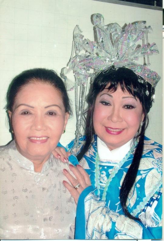 NSUT Ngoc Huong: Doi chan dau nhuc van len san dien hinh anh 2 Nghệ sĩ Ngọc Hương và sầu nữ Út Bạch Lan.