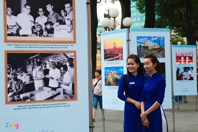 Triển lãm đầu tiên tại đường sách Nguyễn Văn Bình - TP HCM được tổ chức vào ngày 20/10. Triển lãm giới thiệu sách, tư liệu chào mừng Đại hội đại biểu Đảng bộ TP HCM lần thứ X và Đại hội Đảng toàn quốc lần thứ XII. Ảnh: Hải An