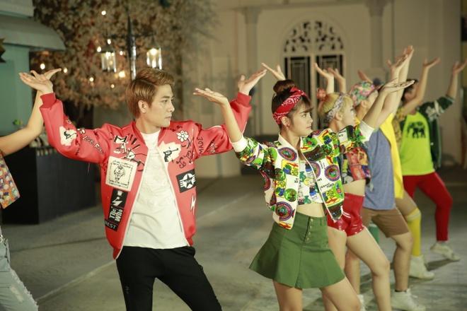 Hoang Yen Chibi quay MV cung Huy Nam hinh anh 1 MV mới của Huy Nam và Hoàng Yến Chibi là chuỗi những thay đổi thú vị về hình ảnh.