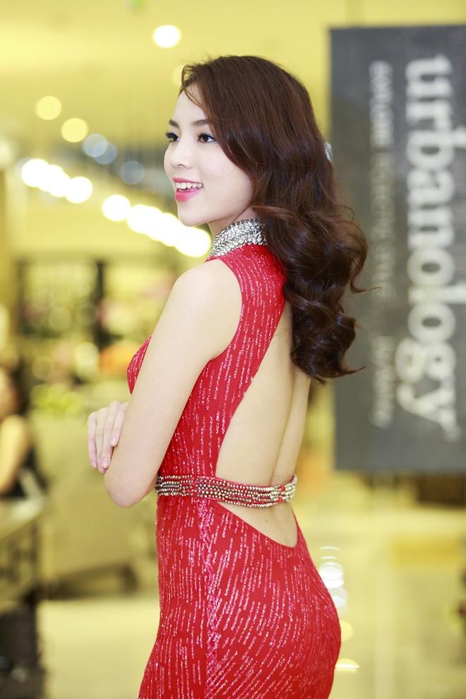 Ha Ho - Ky Duyen mac goi cam giua mua dong Ha Noi hinh anh 4