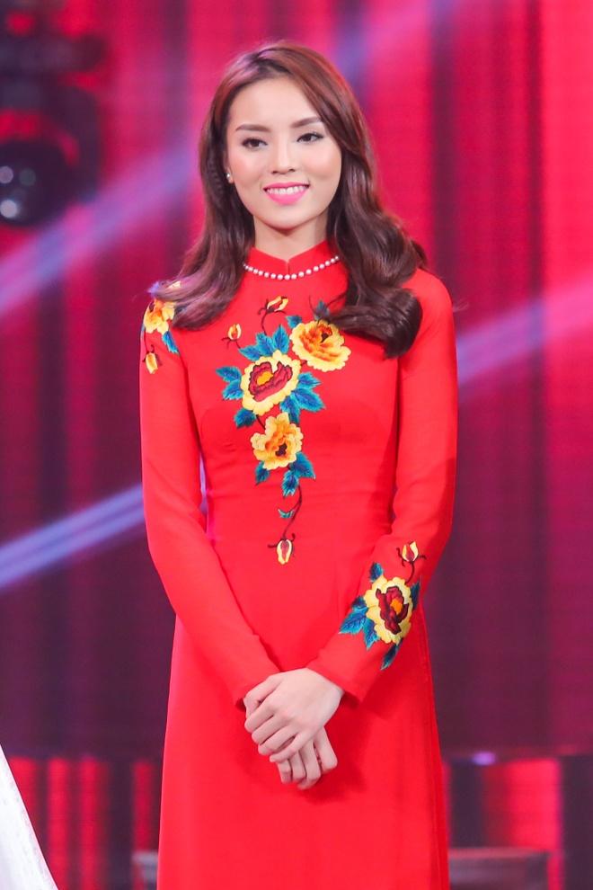 Hoa hau Ky Duyen ban ron ghi hinh chuong trinh mung xuan hinh anh 4
