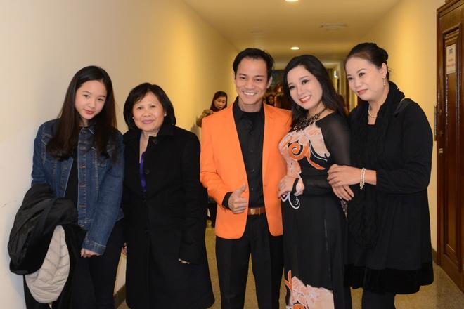 Thanh Thanh Hien di dien cung chong moi cuoi va con gai hinh anh 2
