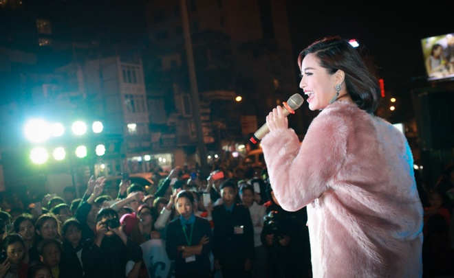 Minh Hang hat o cua Ga Ha Noi cung fan hinh anh 6