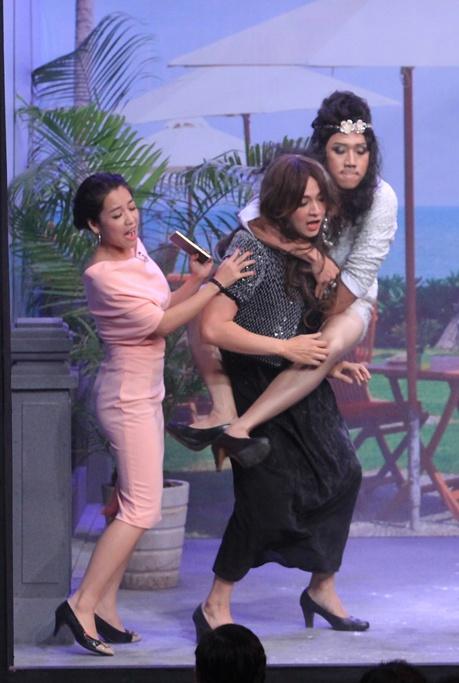 Tran Thanh tat nuoc vao mat Ngo Kien Huy o On gioi hinh anh 4