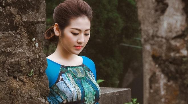 Ngoc Han - Tu Anh thuot tha ao dai trong troi gio ret hinh anh