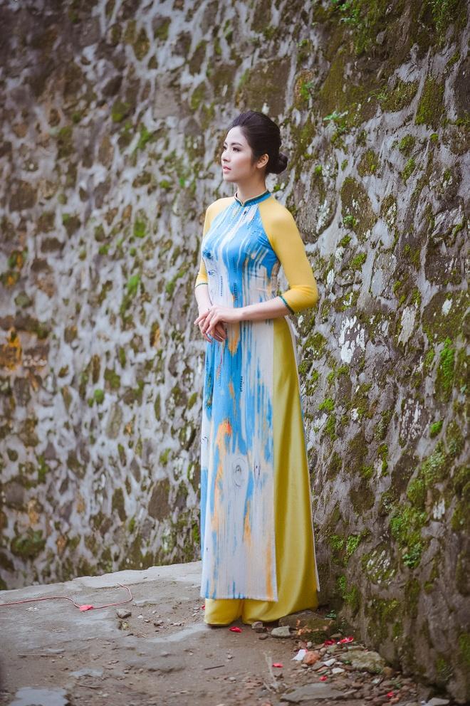Ngoc Han - Tu Anh thuot tha ao dai trong troi gio ret hinh anh 3