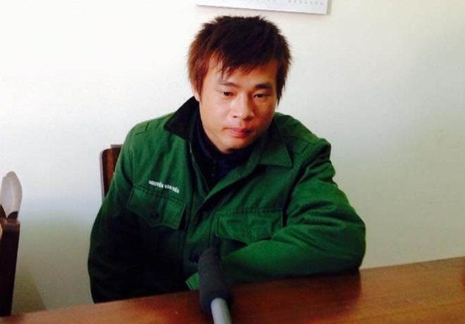 70 gio truy lung ke hai ca gia dinh nu sinh trong dem hinh anh 3 Nguyễn Văn Tiến tại cơ quan công an. Ảnh: Khải Hoàng.