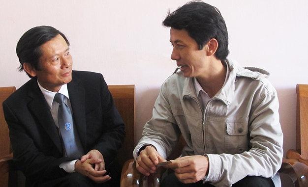 Dan mang soi suc voi phat bieu 'luat su giau nho chay an' hinh anh 1 Luật sư Võ An Đôn (phải) làm việc với luật sư Phan Trung Hoài (đại diện Liên đoàn Luật sư VN) khi luật sư Đôn bị cơ quan tố tụng TP Tuy Hòa, tỉnh Phú Yên kiến nghị kỷ luật.
