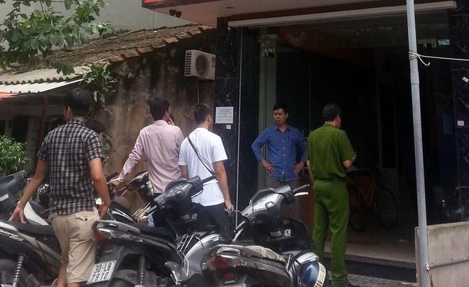 Nam sinh sat hai 'nguoi tinh trong mong' roi nhay lau hinh anh 1 Quán Internet xảy ra vụ án mạng nhìn từ bên ngoài. Ảnh: Việt Đức.