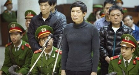Sep lon 'bat tay' giang ho: Tien - tinh xu bang dao sung hinh anh 2 Để giúp anh trai chạy trốn, Dương Tự Trọngh phải nhờ cậy cả đến những mối quan hệ giang hồ.