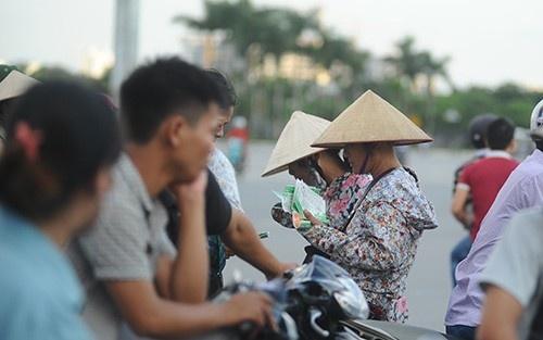 Canh sat giu 10 'phe ve' tran U19 Viet Nam - U19 Nhat Ban hinh anh