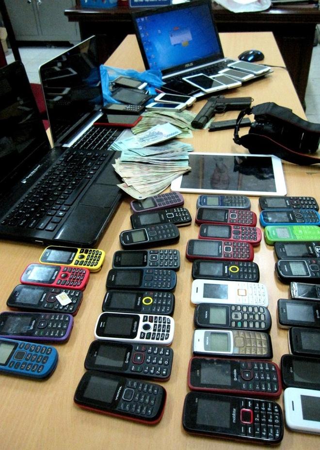 Máy tính, máy ảnh, điện thoại... giúp Minh và đồng bọn chụp ảnh, đăng tin quảng cáo cho gái bán dâm.