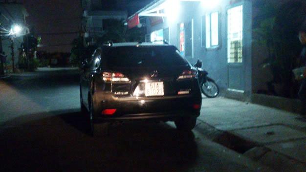 Pho tong giam doc Ngan hang Viet A co vi pham luat? hinh anh 1 Chiếc xe của ông Hòa tại Công an phường Tân Phong.