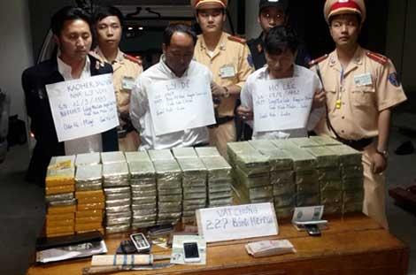 3 người quốc tịch Lào vận chuyển ma túy bị bắt giữ. Ảnh: Cơ quan công an cung cấp.