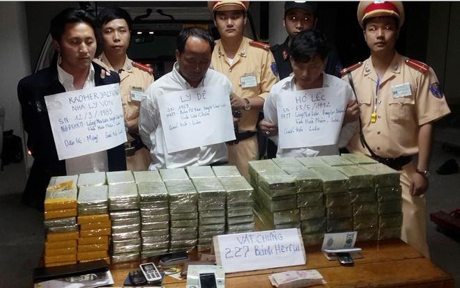 Ba người mang quốc tịch Lào vận chuyển ma túy bị bắt. Ảnh: Cơ quan công an cung cấp.