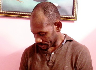 Tan tinh phu nu qua Facebook, lua 7.000 USD hinh anh 1 Eluma Francis Chukwubueze người Nigieria bị bắt khẩn cấp tại một khách sạn ở Q.1