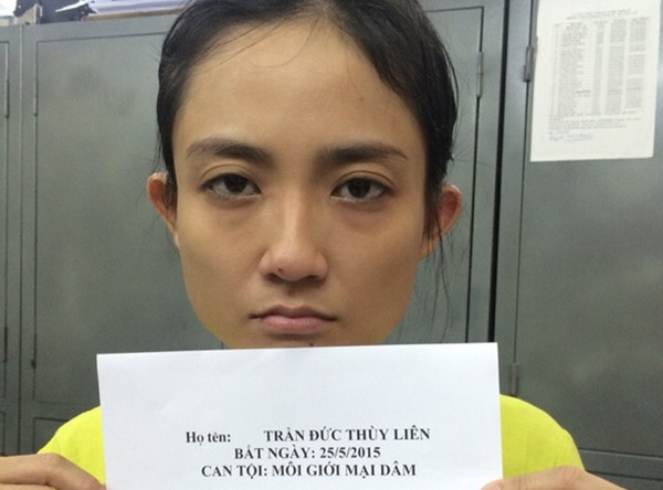 Duong day ban dam 7.000 USD hoat dong the nao? hinh anh 2 Trần Đức Thùy Liên bị bắt giữ với tội Môi giới mại dâm. Ảnh: Công an nhân dân.