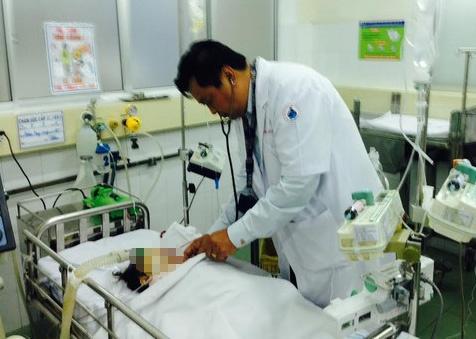 Vu xe Phuong Trang gay tai nan: Tai xe khai gi? hinh anh 1 Cháu Quỳnh bị chấn thương sọ não, dập gan và đã không qua khỏi.