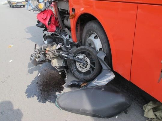 Vu xe Phuong Trang gay tai nan: Tai xe khai gi? hinh anh 2 Nhiều xe bị cán nát.